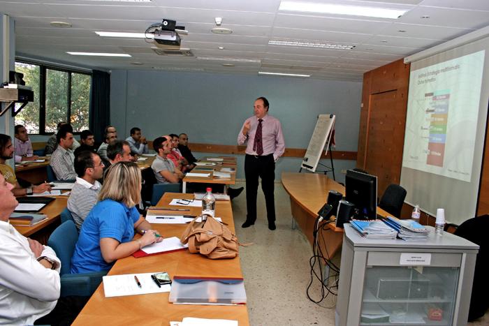 José Luís Nueno durante su intervención en AIDIMA el pasado jueves 1 de octubre