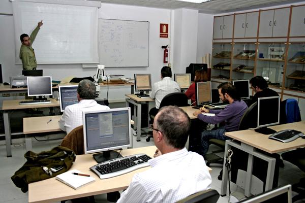 El grupo de docentes durante el curso de formación desarrollado en AIDIMA