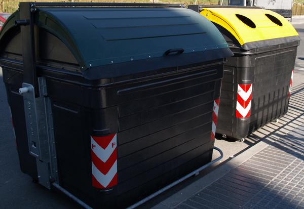 Contenedores basura. Fuente: http://bancoimagenes.isftic.mepsyd.es/