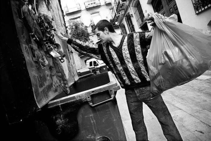 JARR permormance reciclaja. Foto: Ana Iturralde