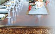 Mesa artesanal de Moblesa. Fuente: Revista Canal Contract