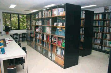 Pasillos de la biblioteca de AIDIMA en su sede del Parque Tecnológico