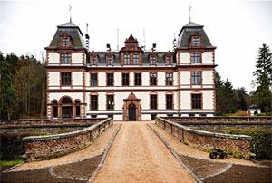 Becara amuebla el Castillo de Arenthal en Alemania