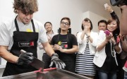 Fernando Alonso inaugura en Singapur la II Convención de distribuidores de Cosentino en Asia