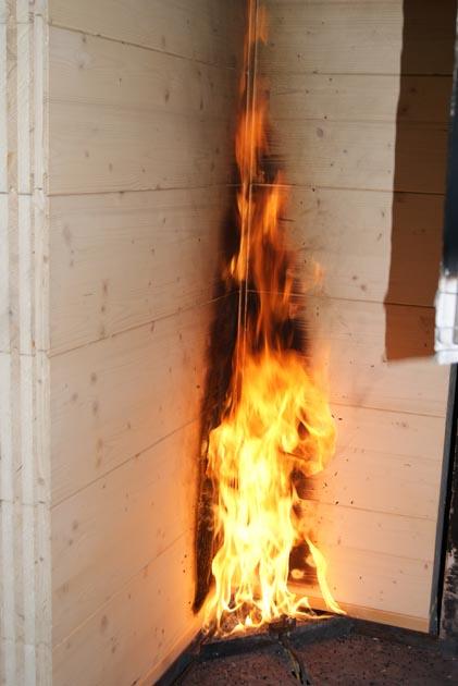 Investigación del comportamiento estructural y medioambiental frente al fuego mediante ensayos y simulación numérica de elementos constructivos basados en madera con funcionalidad en el hábitat