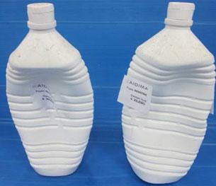 Dos envases de tolueno tras el ensayo de permeabilidad