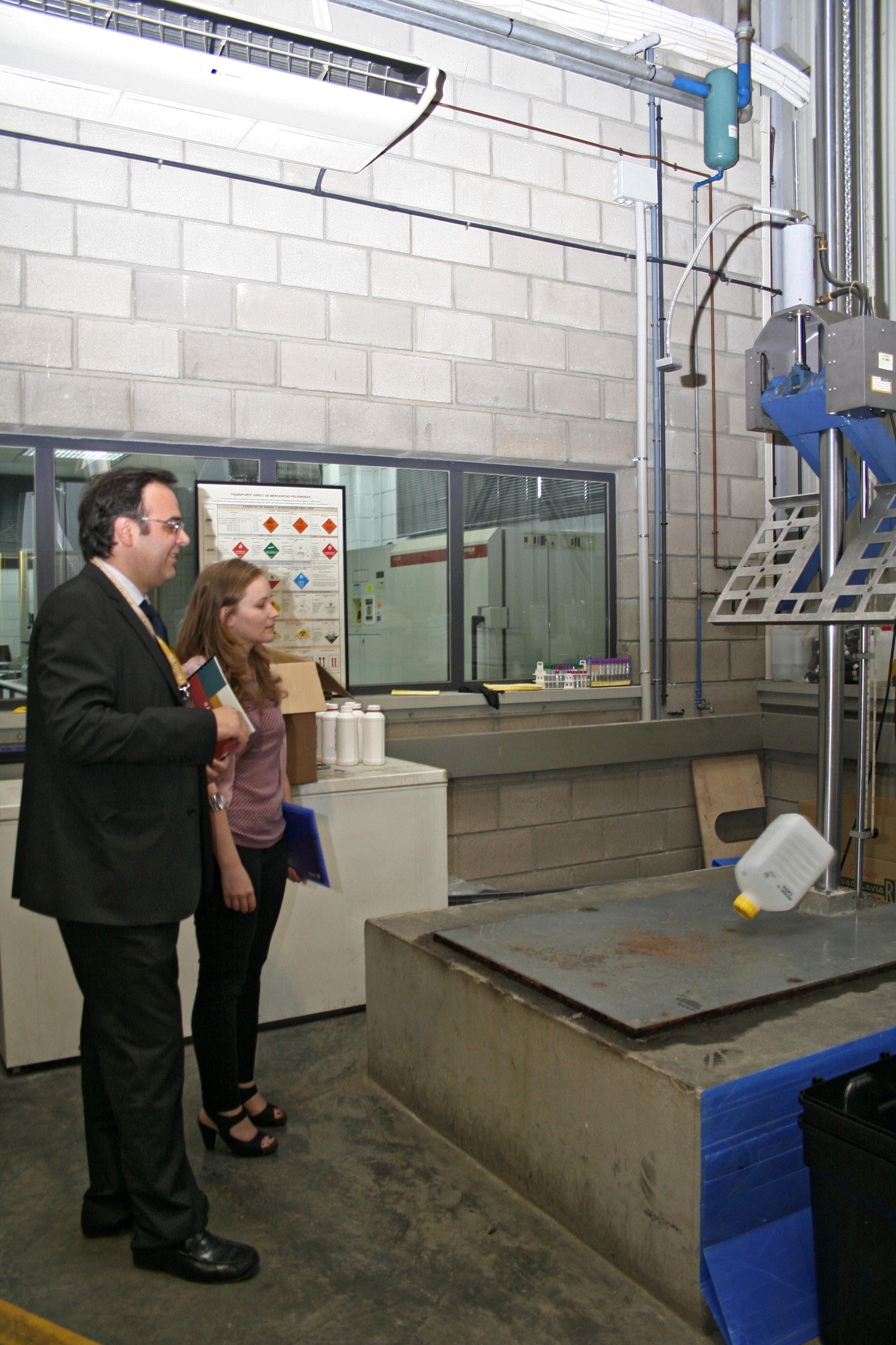 La asociación española fabricantes de productos de limpieza visita AIDIMA para mejorar la competitividad de las empresas del sector