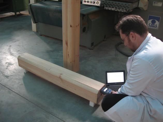 Evaluación no destructiva de madera laminada encolada.