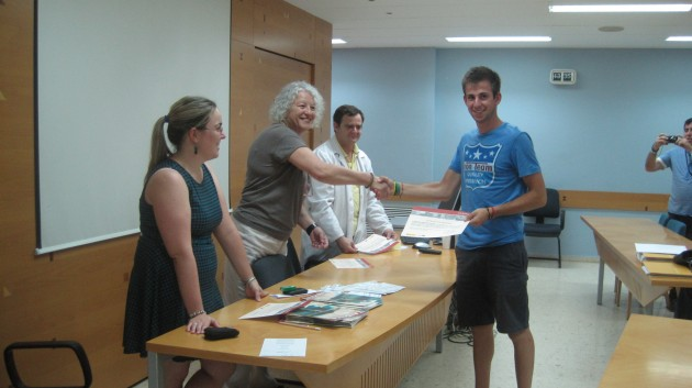 Alumnos realizando una de las prácticas propuestas en AIDIMA, Junio 2012.