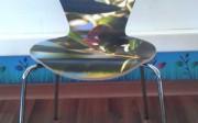 Demostración de la impresión personalizada del laminado de Tacon Decor en una silla.