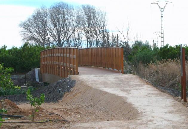 Puente de madera pino