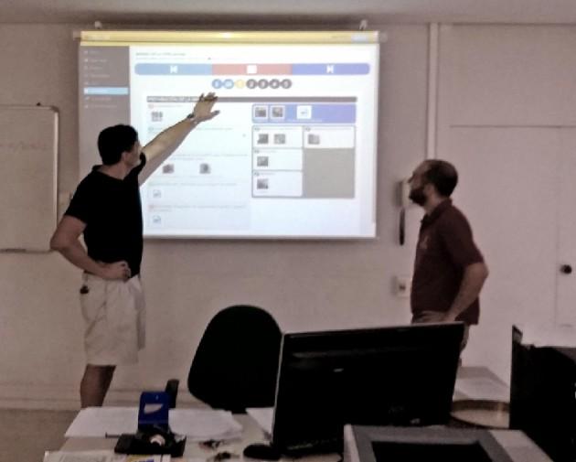 Técnicos de AIDIMA y del CRNFP muestran cómo funciona el sistema de aprendizaje