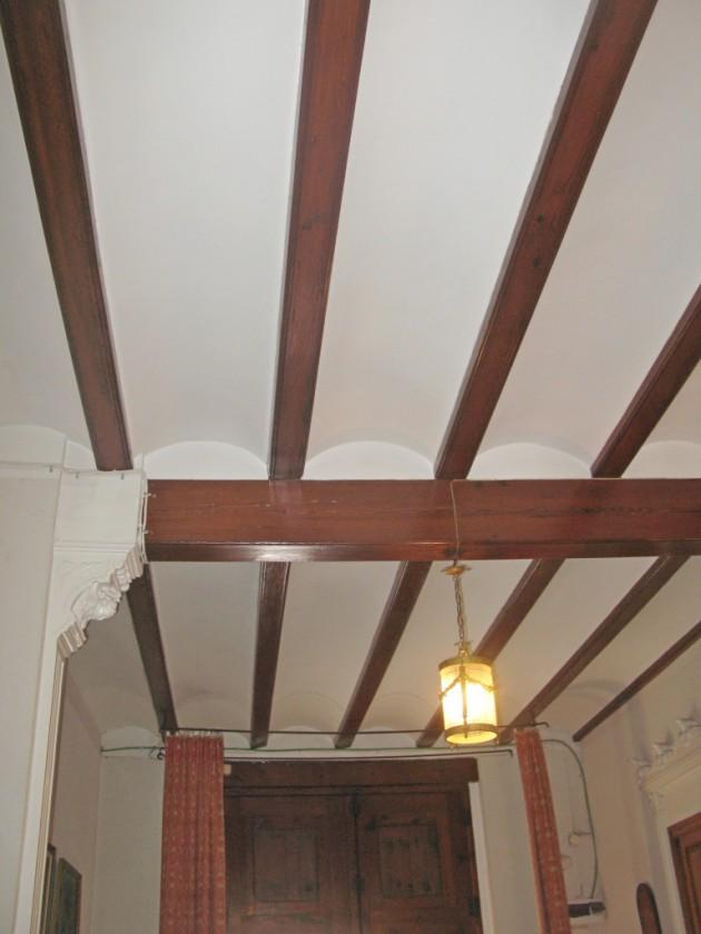 . Diferentes elementos de esta madera encontrados en diferentes construcciones de la Comunidad Valenciana.