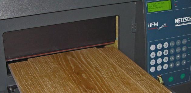 Análisis de la conductividad térmica en un prototipo de parqué de alto aislamiento térmico.
