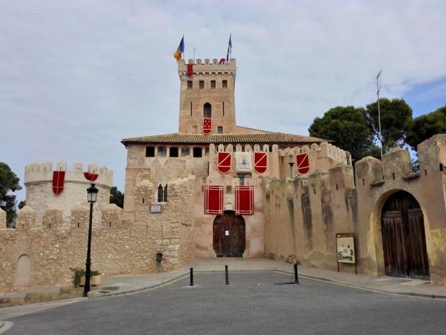 Vista general del castillo de Benisanó.