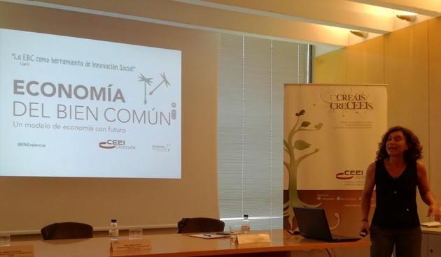 Figura. María Amigo, presidenta de EBC Valencia explica los principios y fundamentos de la Economía del Bien Común y la certificación de las memorias de sostenibilidad generadas según este modelo. AIDIMME