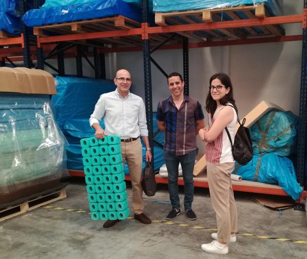 Figura. Los técnicos Sales Ibiza y Luis Marín de AIDIMME con Mariano Marco, gerente de Quality Foam.