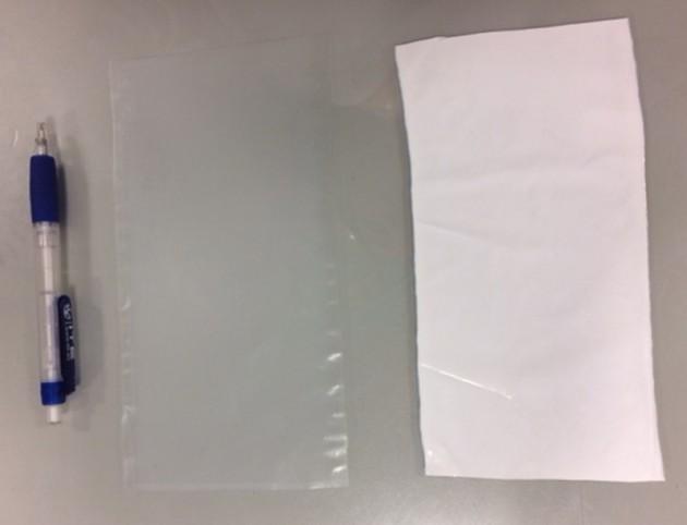 Fotografías de la membrana tipo CA143 sin lavar (izquierda) y lavada (derecha).