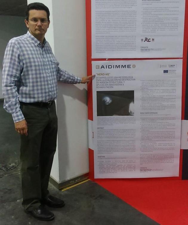 Fotografía 5. Difusión del proyecto en Feria Hábitat Valencia mediante un póster en el stand de AIDIMME.