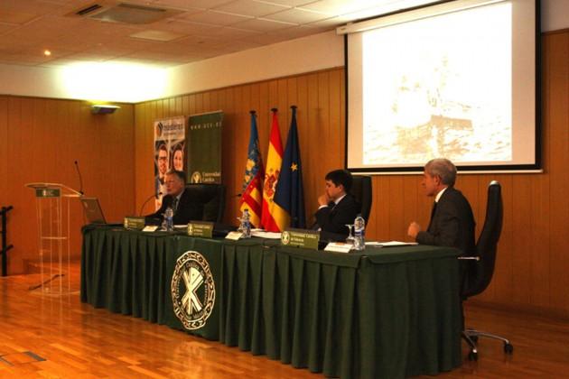 """D. José Segarra imparte la lección magistral """"Historia, actualidad y futuro del Parque Natural de la Albufera""""."""