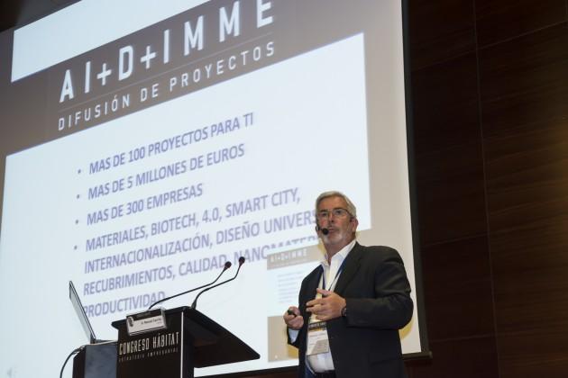 El delegado de AIDIMME en Madrid, Manuel Carrillo, durante la exposición de las iniciativas de investigación y desarrollo del Instituto Tecnológico.