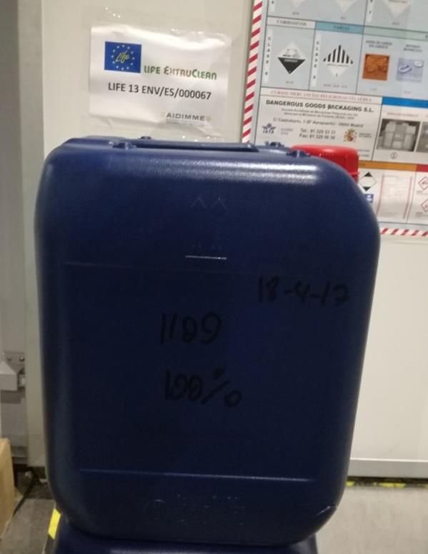 Figura. Ensayo de validación de uno de los envases y muestra de un envase 100% reciclado.