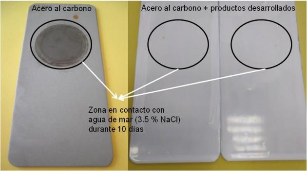 Fotografías de placas de acero al carbono sin recubrir (izquierda) y recubiertas (centro y derecha) con los productos desarrollados después de ser expuestas 10 días a agua de mar (3.5 % en peso NaCl). El círculo negro marca el área expuesta al agua de mar.